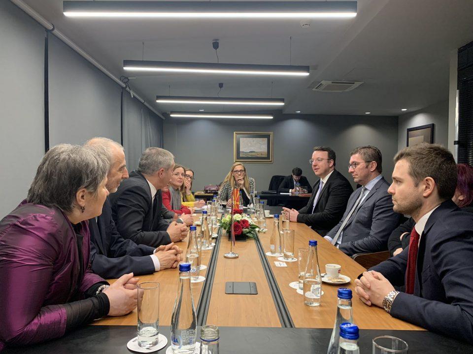 Мицкоски, Николоски и Муцунски остварија средба со делегација од Република Словенија