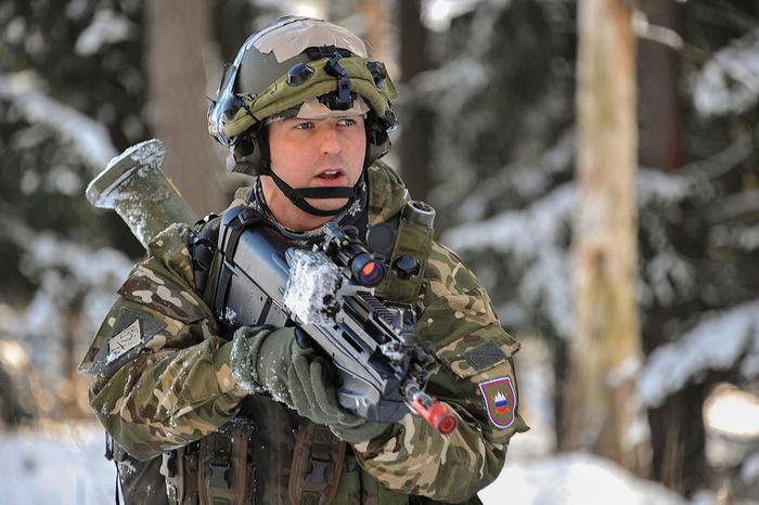 Владата на Јанша сака да го врати воениот рок во Словенија