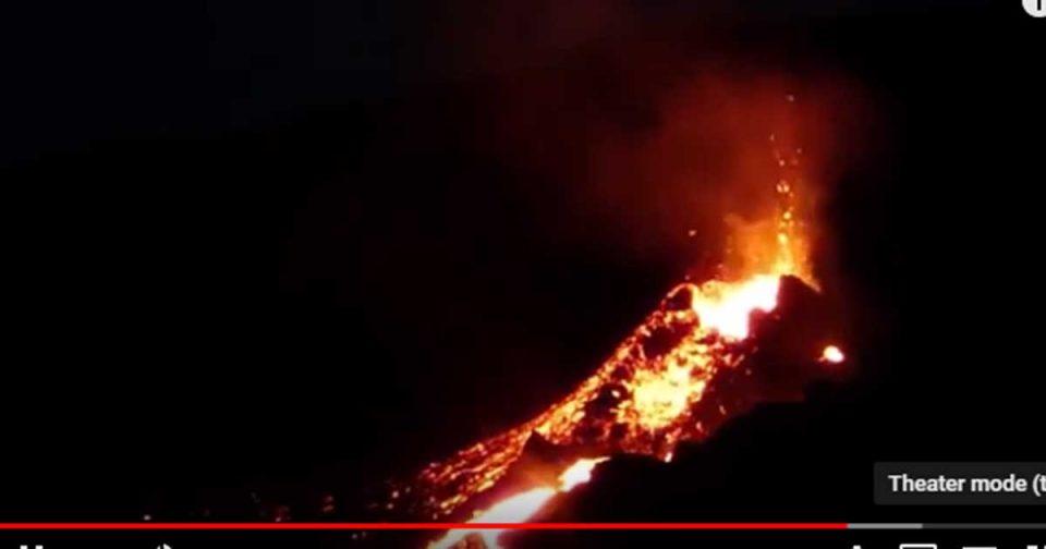Eрупција на вулканот Питон де ла Фурнез (ВИДЕО)