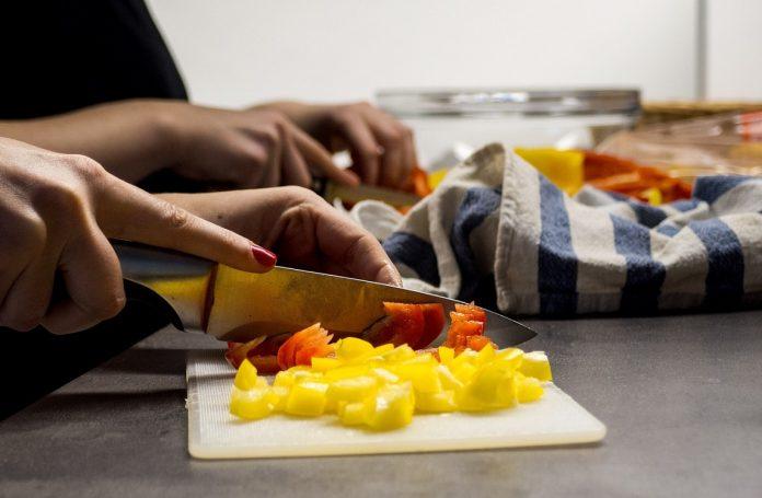 Дали знаете што му се случува на организмот кога ги прескокнувате оброците?