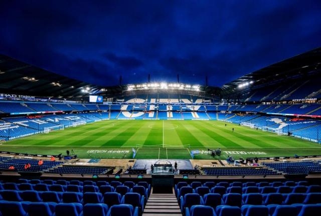 Манчестер сити ги отвори вратите на стадионот за медицинските работници