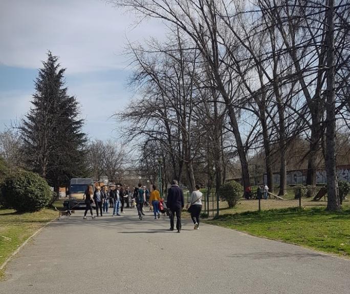 КУРИР во обиколка на градскиот парк- проработи ли самосвеста на граѓаните за почитување на препораките против коронавирусот? (ФОТО)