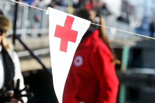 Црвен крст поставува пунктови за вода за справување со жештините