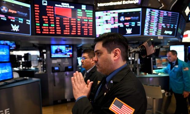 Огромен пад на акциите на Вол стрит