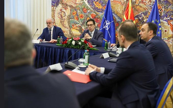 Пендаровски контра Чулев: Во моментов нема потреба од прогласување вонредна или кризна состојба?!