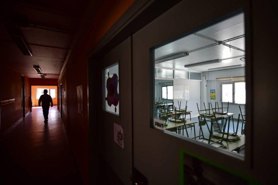 Црна Гора ги затвора образовните институции