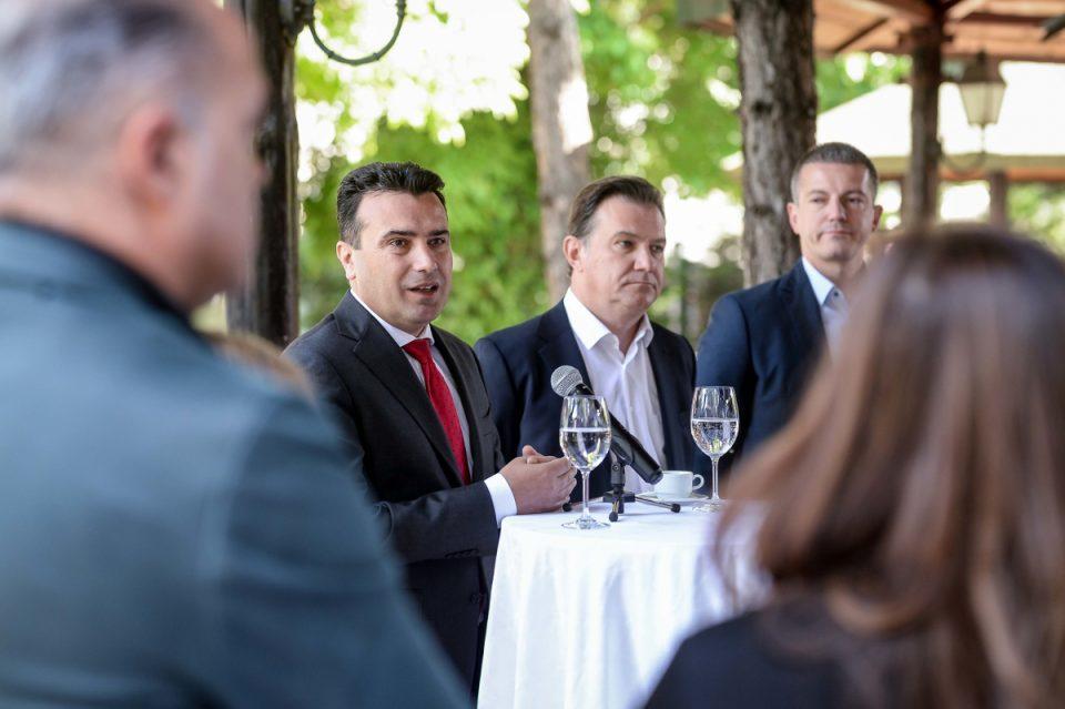 Манчевски по стапките на лидерот Заев, бара намалување на платите во администрацијата