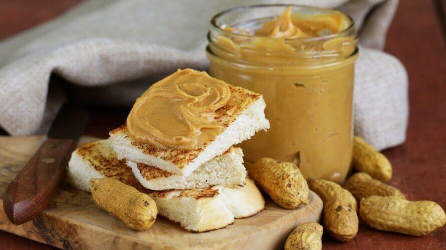 Пет лесни и брзи десерти со путер од кикирики