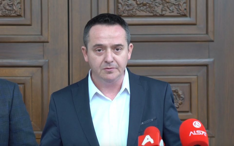 Николов до Филипче: Министре до кога ќе избегнувате дебати и ќе се самофалите дека добро се справуваме со пандемијата, излезете со мене на дуел