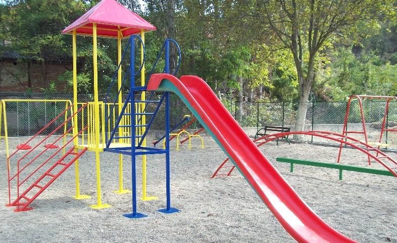 Во Велес забрана за користење на Детските игралиштa и собирање во групи