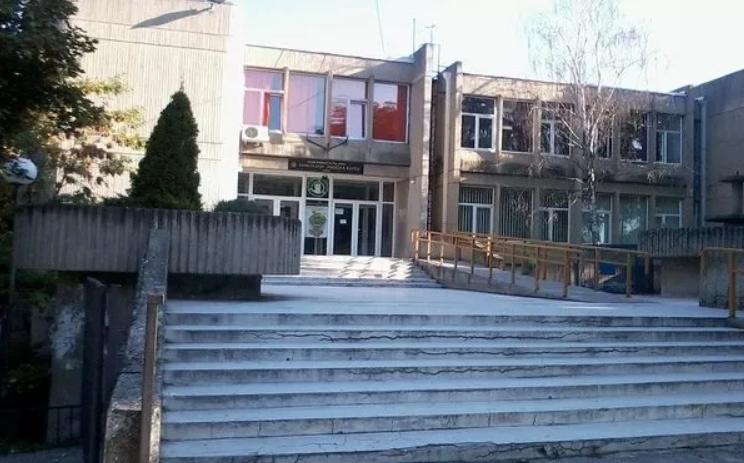 Нов сомнителен случај на коронавирус во една скопска гимназија