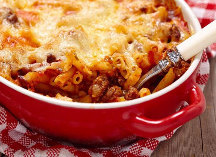 Рецепт на денот: Запечени макарони со болоњезе сос
