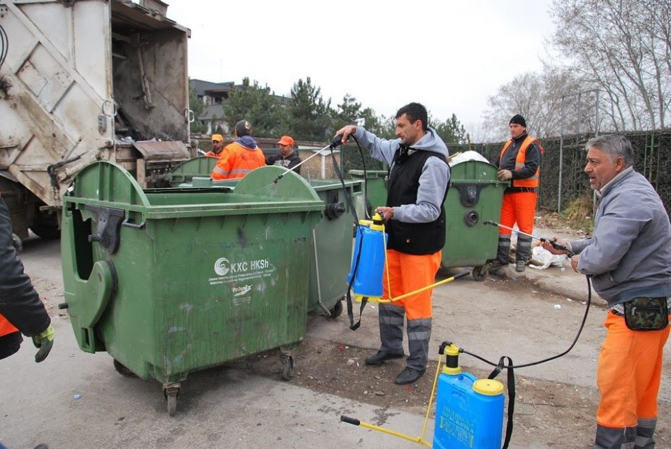 Миење и дезинфекција на сите контејнери во Скопје
