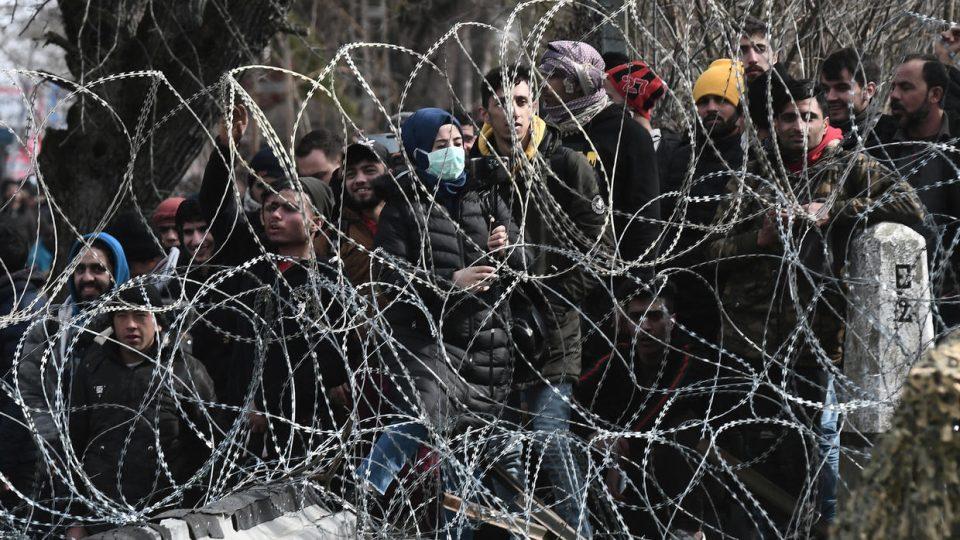 Грците повеќе загрижени за мигрантите, отколку за коронавирусот