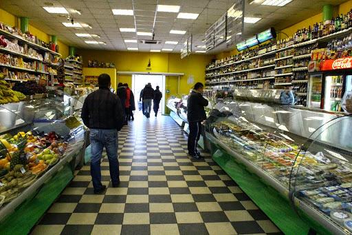 Во Москва се затвораат сите продавници, освен оние за храна и аптеките