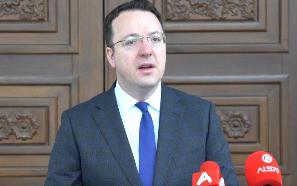 Николоски: Владата да донесе мерки за замрзнување на цените на основните производи, враќање на заостанатото ДДВ и субвенции за погодените компании