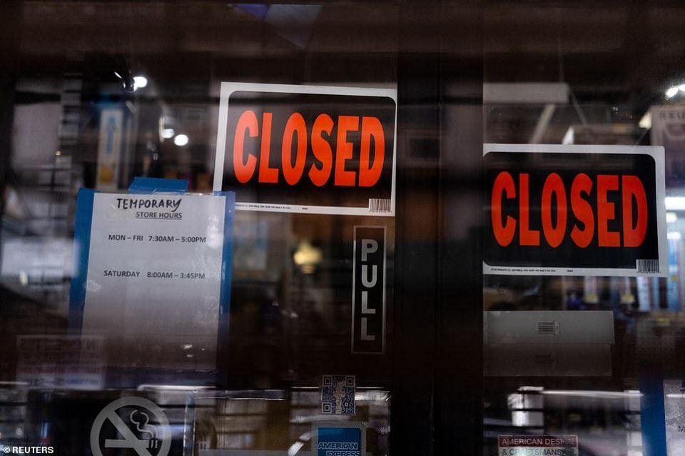 ФОТО: Њујорк и Лос Анџелес ги затвораат рестораните и кафулињата