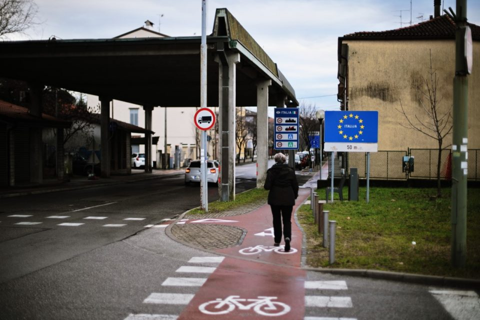 Словенија ја затвора границата кон Италија