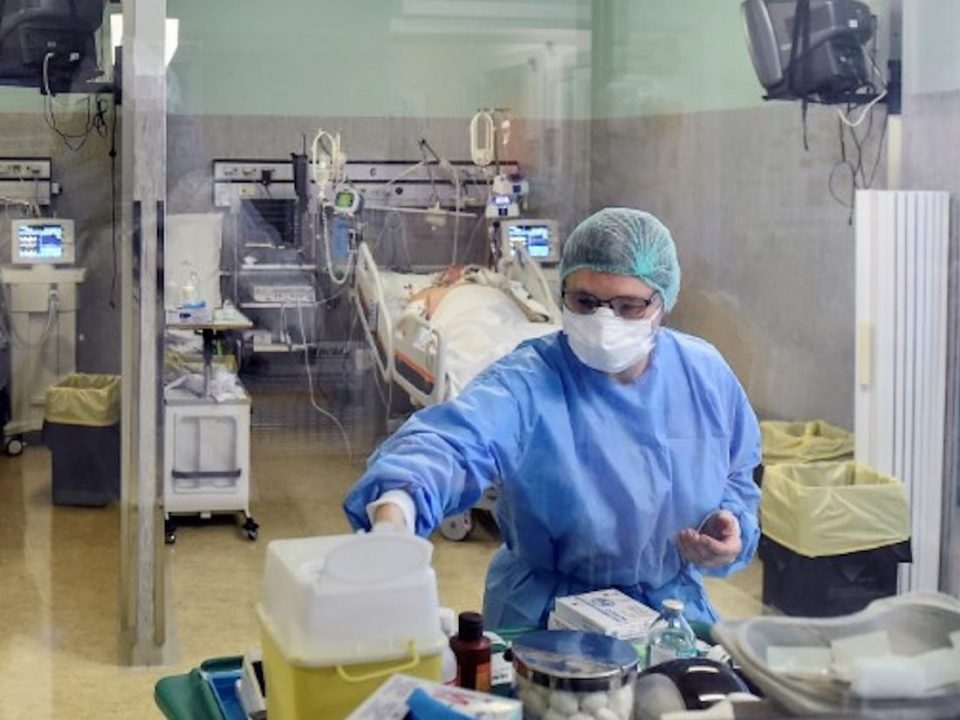 Шпанија: Здравствените работници се 12 проценти од заразените