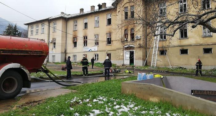 ДЕТАЛИ: Пожарот во ТВ Вис се гасел повеќе од 6 часа, повредени тројца пожарникари
