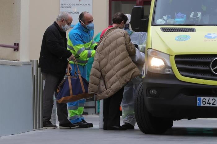Шпански функционер, близок до премиерот, позитивен на коронавирус