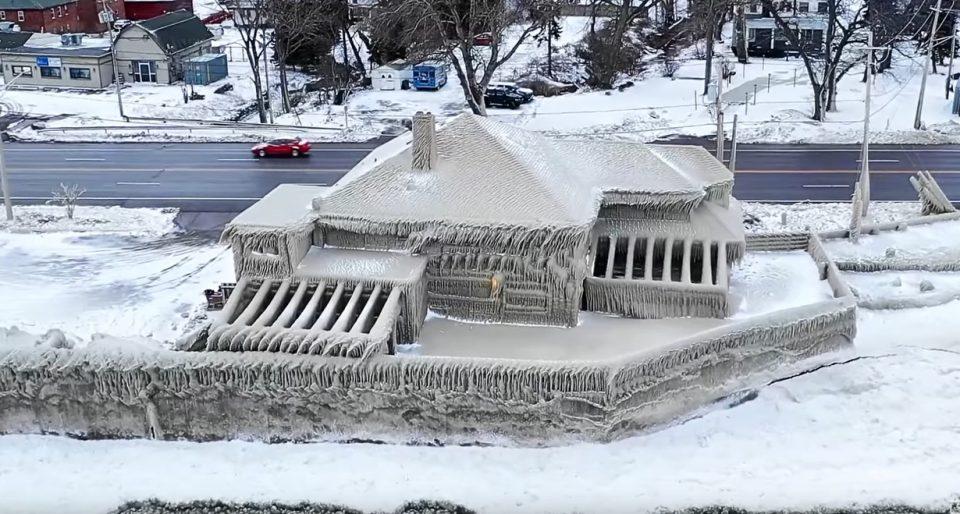 Глетка од бајките: Цела населба се претворила во замрзнато кралство (ВИДЕО)