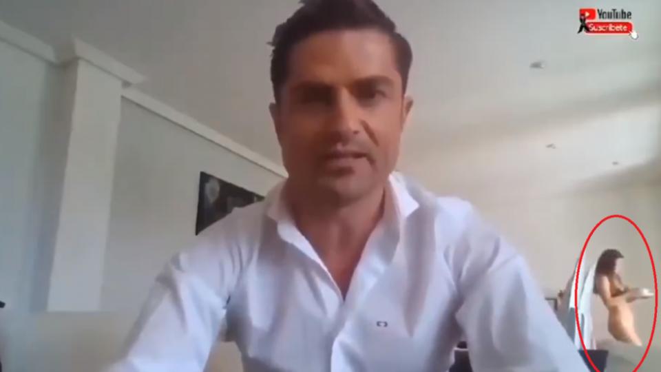 Шпански новинар се вклучи во емисија во живо, зад него прошета гола жена, а не беше неговата девојка (ВИДЕО)