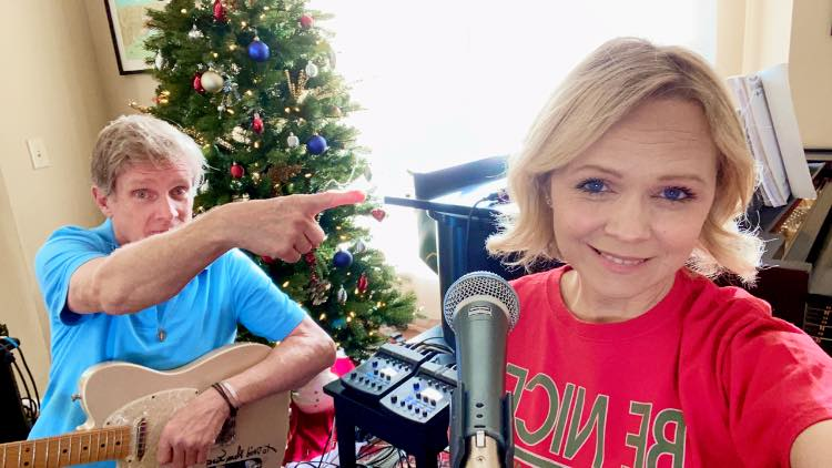 По смртта на сопругот Тајчи повторно вљубена, во врска е со американски музичар (ФОТО)