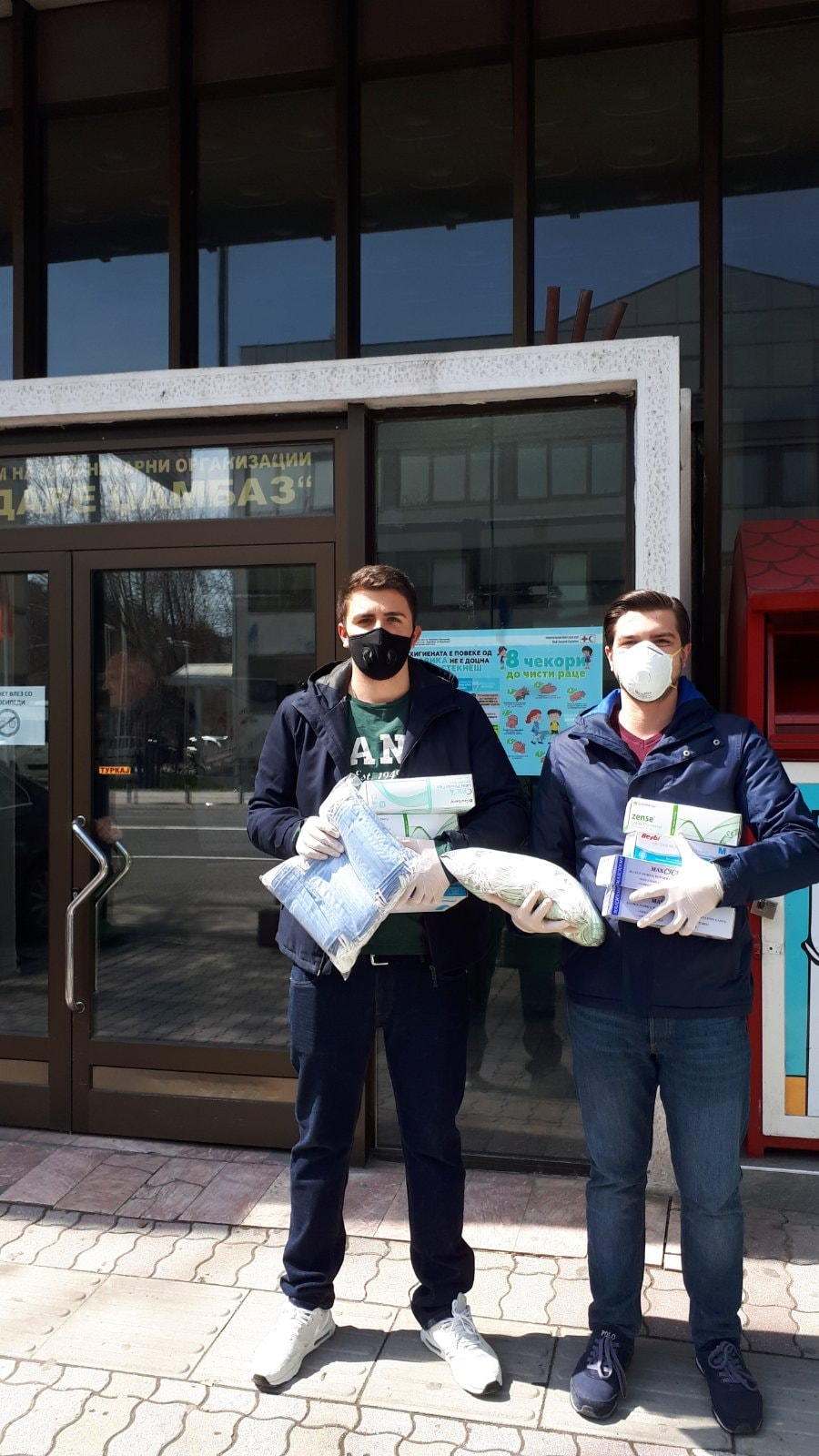 Унијата на млади сили на ВМРО-ДПМНЕ со доделување на заштитни маски и ракавици во Црвениот крст го одбележа светскиот ден на здравјето