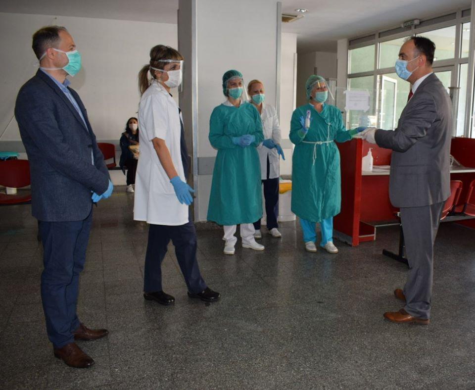 Чулев донираше заштитна опрема во неколку клиники