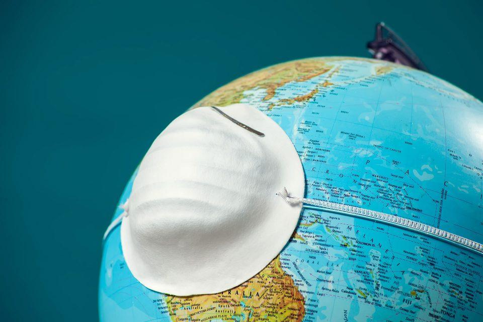 Бројот на смртни случаи од последици од Ковид-19 во светот надмина 900.000
