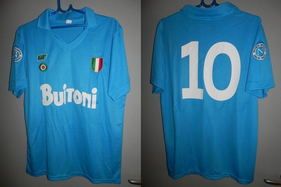 Собраните 55 илјади евра од продадениот дрес на Марадона донирани за граѓаните на Неапол
