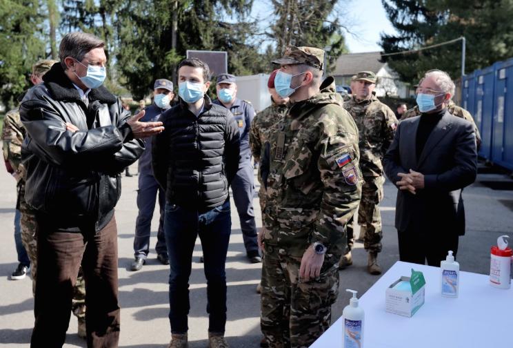 Пахор им се извини на граѓаните зошто немаше цело време маска при посетата на јужната границата