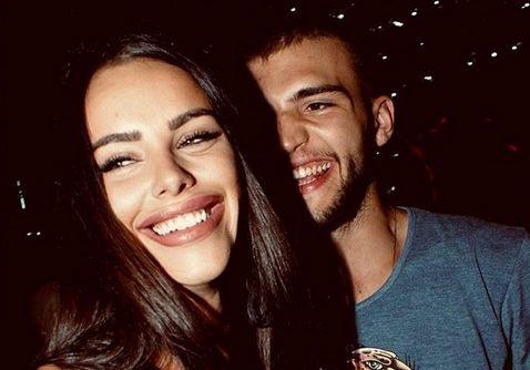 """Вељко Ражнатовиќ ја бакна Богдана во трудничкото меше: """"Еден бакнеж, ама за двајца…"""" (ФОТО)"""