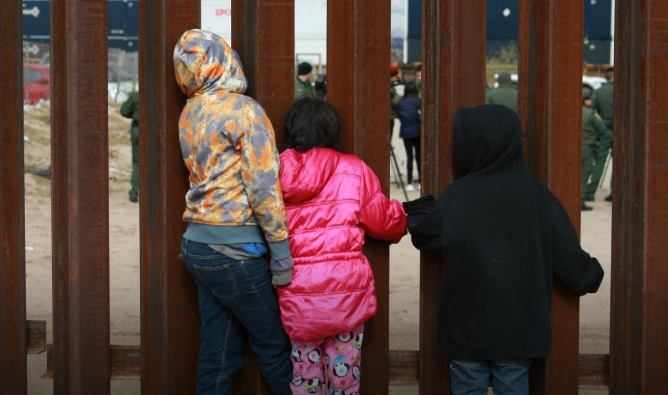 ЕК продолжува да помага за трансфер на деца бегалци од Грција