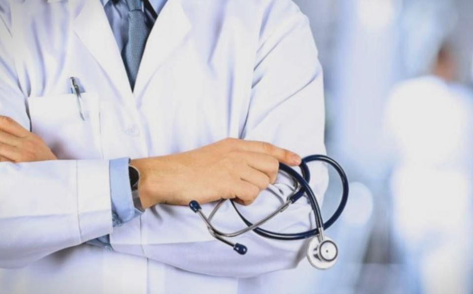Албанските лекари бараат да се зголеми тестирањето и да се избегнуваат групирања