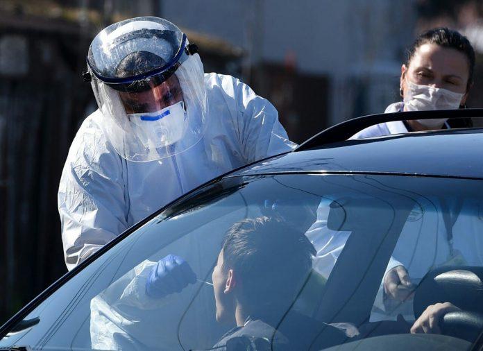 ФОТО: Брис за проверка на коронавирус во Скопје може да се земе и од автомобил