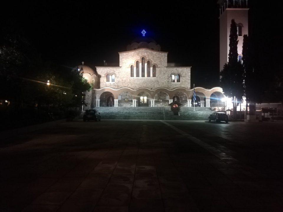 Грците останаа дома, Велигден во Атина прославен со огномет