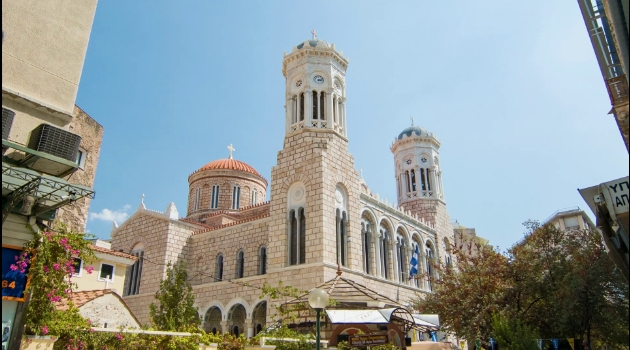Црквите во Грција пред Велигден затворени за верниците
