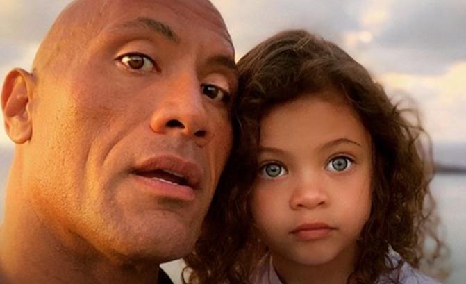 Пред останатите е силен и мускулест маж, пред ќерка му како мало дете: Ова видео на Двејн Џонсон ќе ве воодушеви
