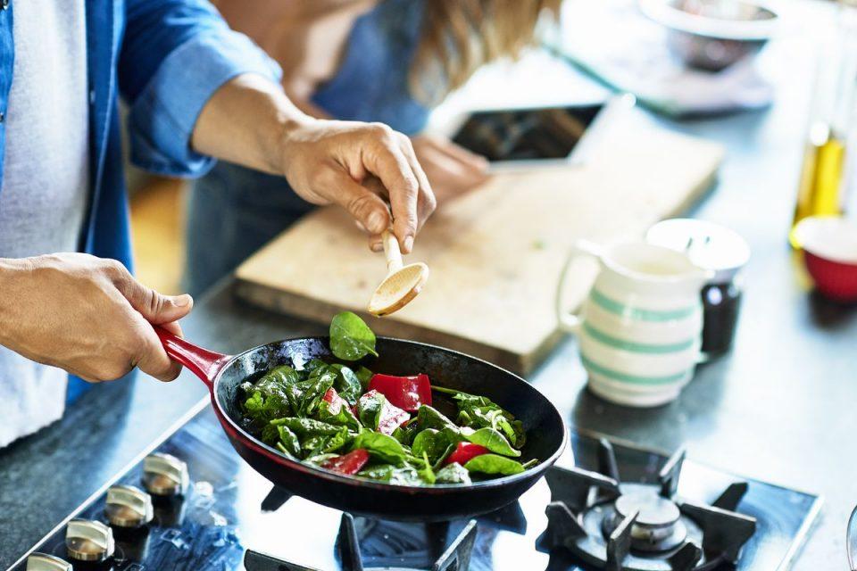 Домаќинска изолација: Како да ги испланирате оброците за цела недела и да се држите до планот?