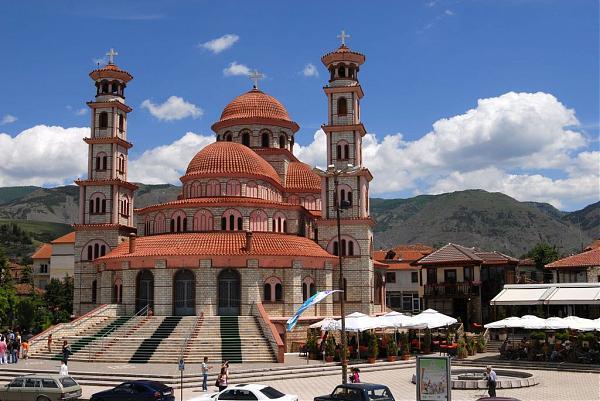 Албанската Православна црква донираше заштитни средства за полицијата