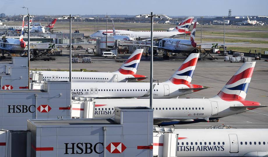 Турција и помага на Британија: Авион утрово во Лондон донесе 84 тони заштитна опрема