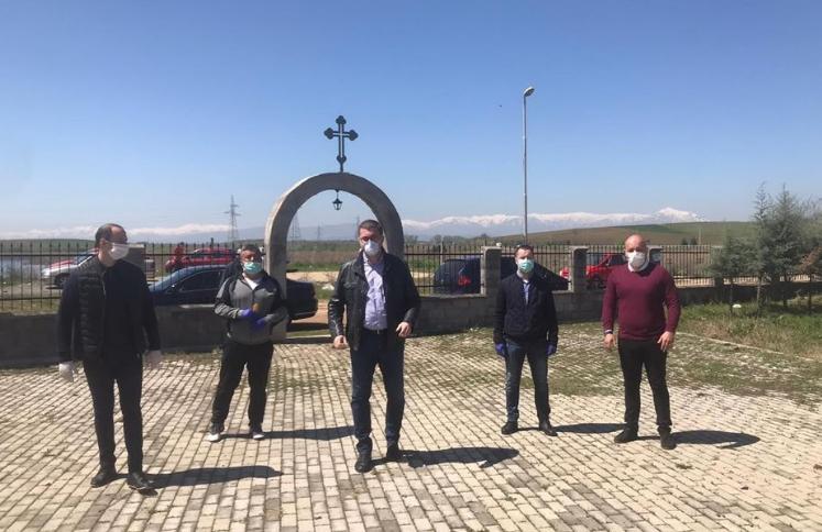 """Мисајловски со Мицкоски во црквата кај Смилковско езеро: """"Да веруваме во Бога и да се помолиме за Македонија"""""""