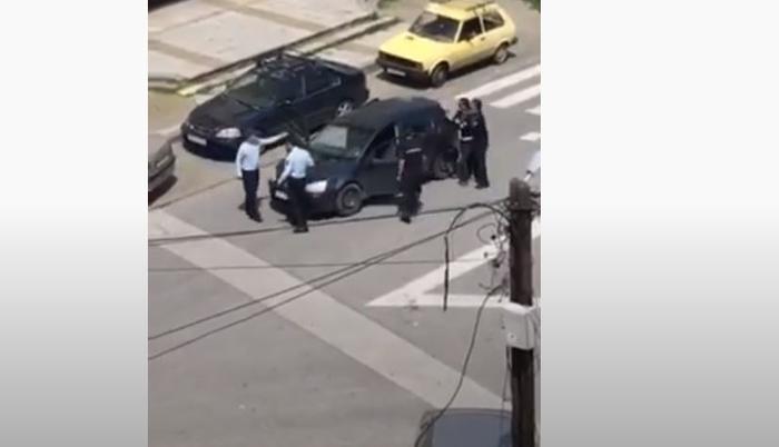 """ВИДЕО: По втор пат уапсено е """"момчето со кучето"""" за време на полициски час, но овој пат без својот миленик"""