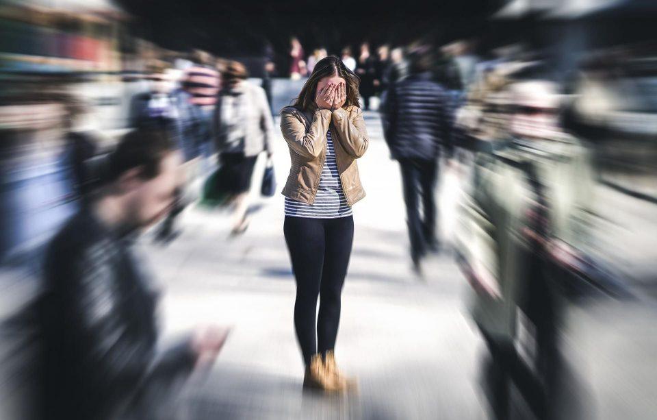 Кој не доживеал-не знае колку е лошо: Нападот на паника има 13 симптоми, како да се справите со нив?