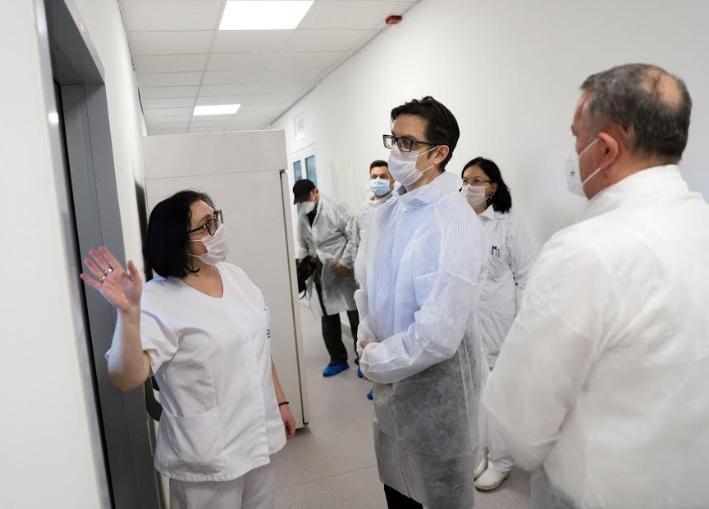 Пендаровски ја посети лабораторијата на ИЈЗ каде се вршат тестирања за Ковид-19