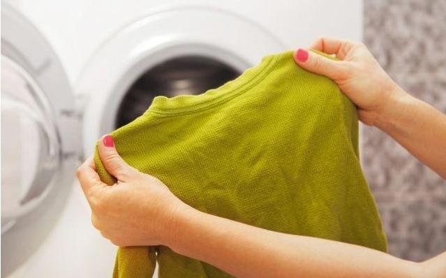 Ако не сакате да направите хаос: Овие работи НЕ смеете да ги перете во машина