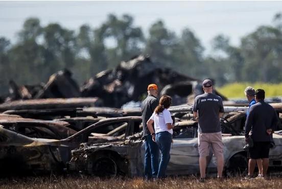 Ужасен пожар на аеродром на Флорида: Запалени 3.500 рент-а-кар возила