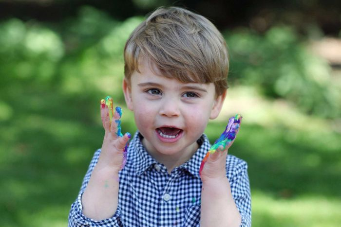 ФОТО: Принцот Луис полни 2 години, Кејт и Вилијам објавија нови фотографии